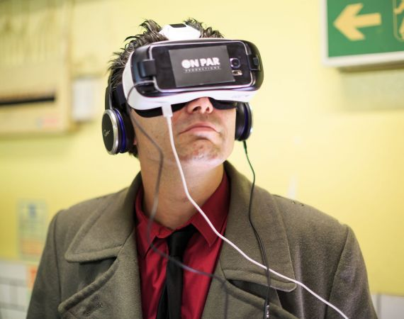 Photo by Max McClure: Man using VR