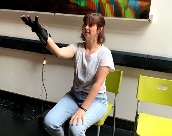 Image of Amy Draper using a MI.MU Glove to perform Bob