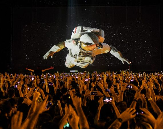 3D Spaceman projected onto Holo-gauze with an audience
